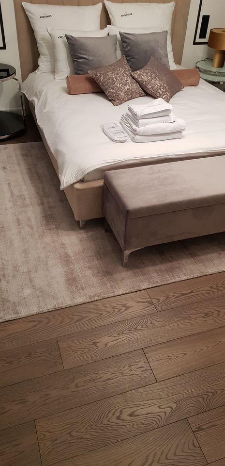 Zdjęcie wykonania podłogi w sypialni apartamencie Salon Podłóg Drewnianych