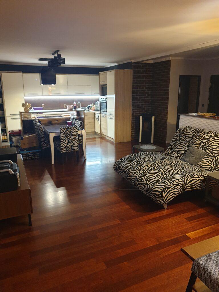 realizacja salonu położenie podłogi drewnianej parkietpiotr